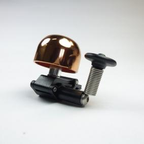 ベルは湾曲したグリップのグリップにしっかりと固定されており、ギアループトラックの特許は特許によって固定されています